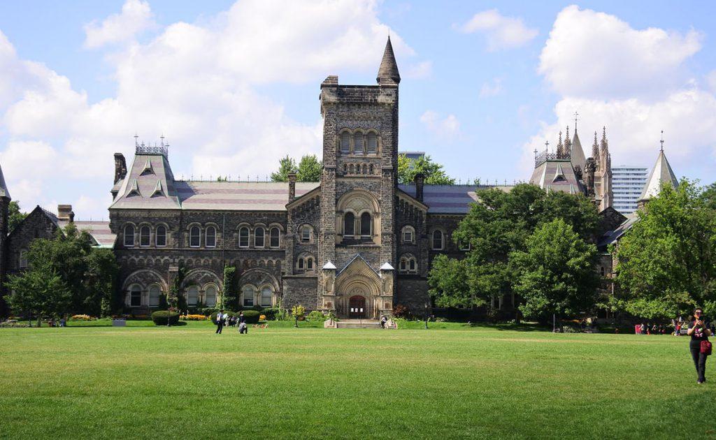 دانشگاه های برتر کانادا دانشگاه تورنتو